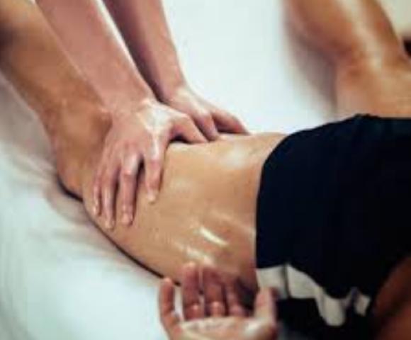 massagem muscular desportiva esportiva na perna depois do esporte